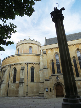 テンプル教会 エルサレムの聖墳墓教会を真似してつくられた新テンプル教会 ところが、フラ...